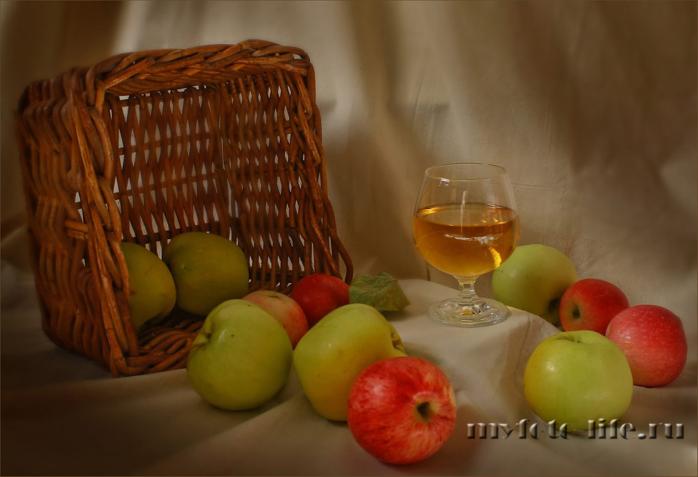 Яблочный сок, угощайтесь!