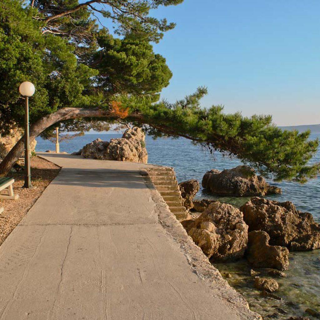 Хорватия, Брела - променад вдоль моря