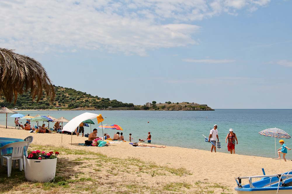 Пляж в поселке Торони
