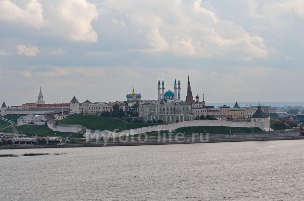 Вид на Казанский Кремль от Дворца бракосочетания