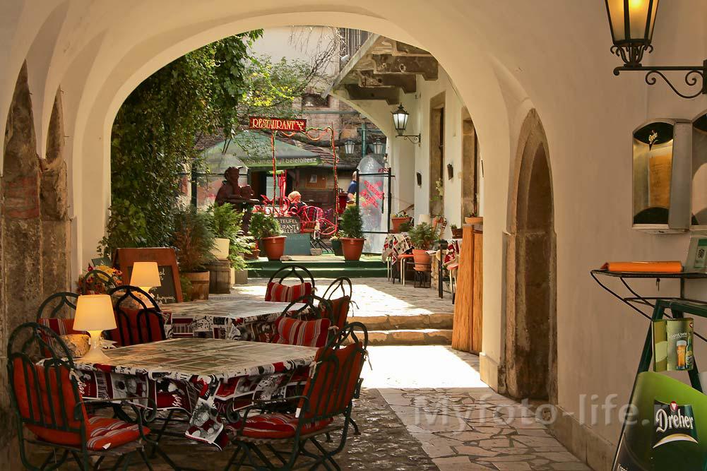Уютное кафе во дворике