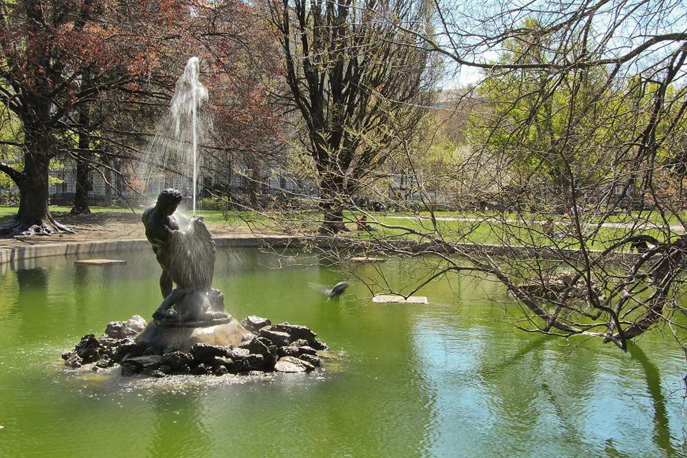 Из Будапешта в Вену - фонтан в парке Хофбург