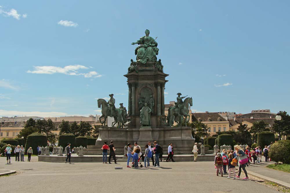 Из Будапешта в Вену - памятник Марии Терезии