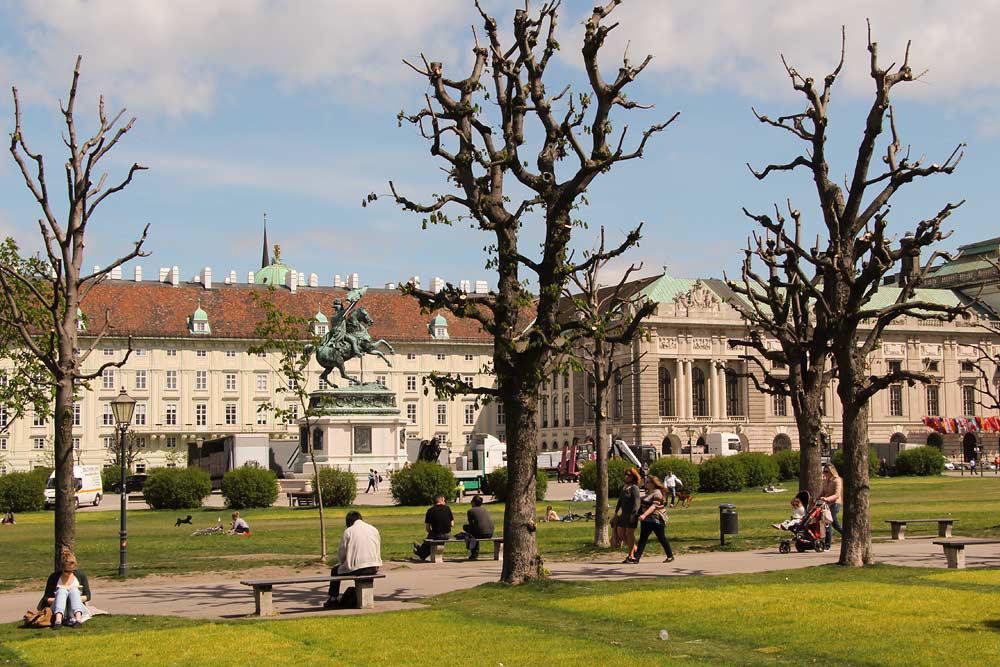 Из Будапешта в Вену - парк дворца Хофбург