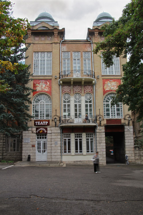 Театр оперетты в парке Цветник в Пятигорске