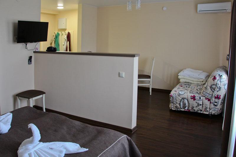 Зона спальни и гостиной в стандартном номере
