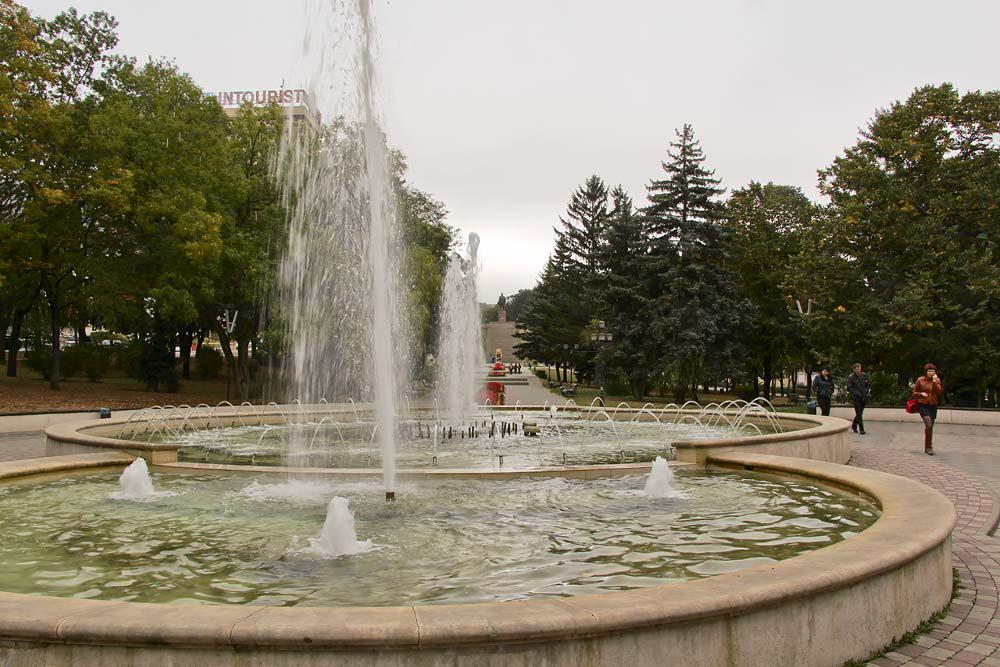 Фонтаны на площади Ленина в Пятигорске