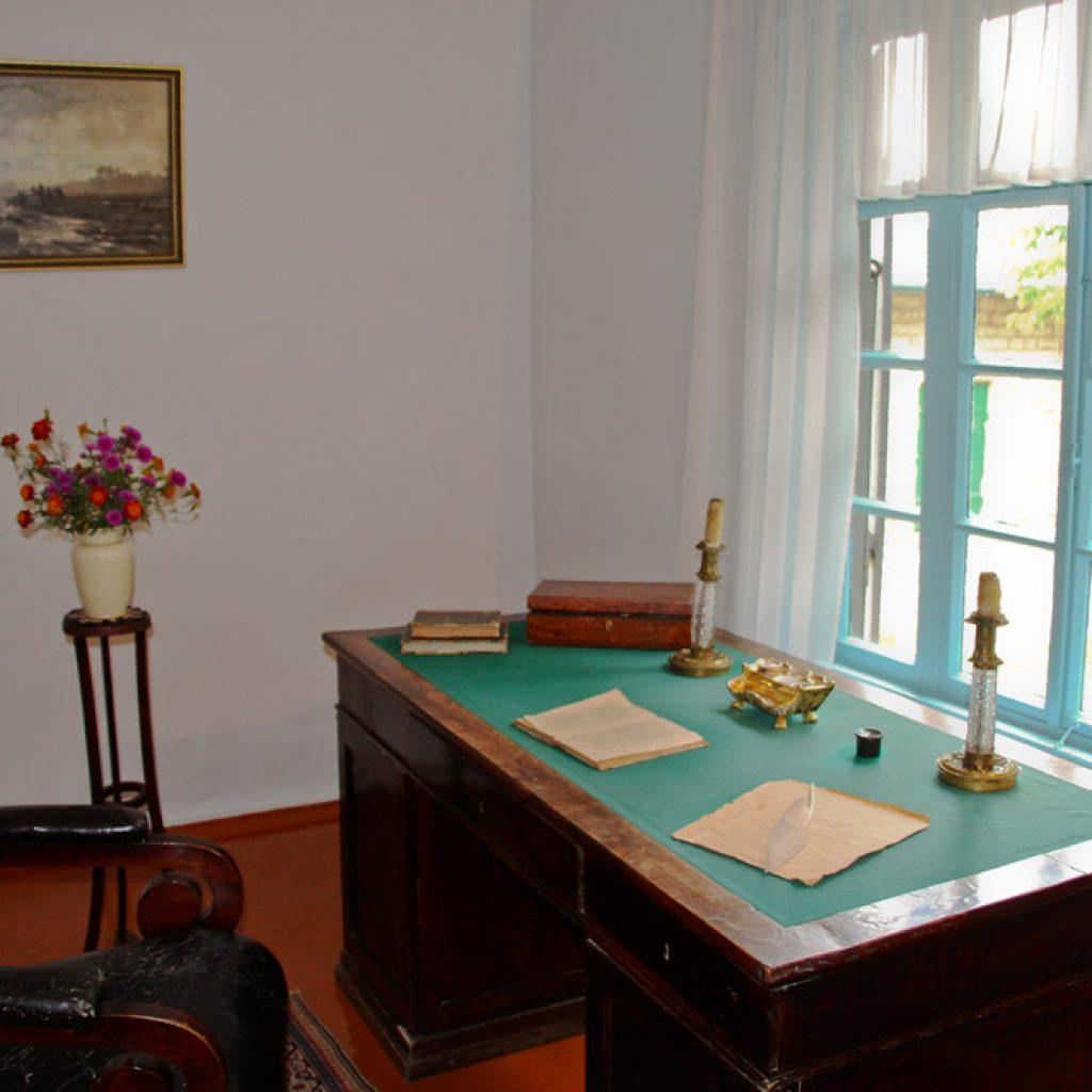 Кабинет в домике Лермонтова в Пятигорске