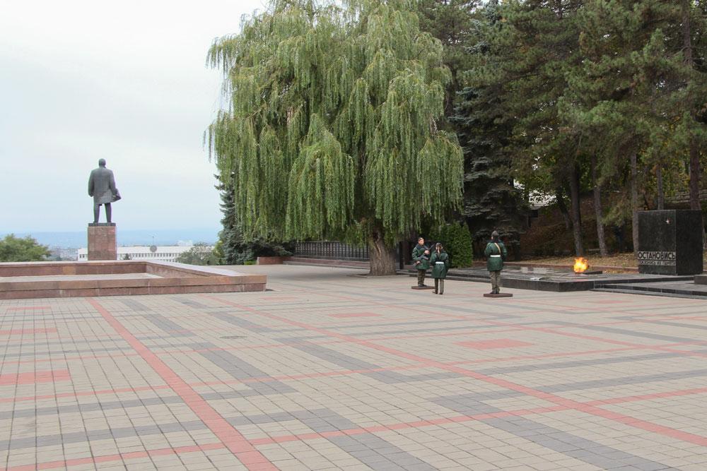 Почетный караул в Вечного огня в Пятигорске