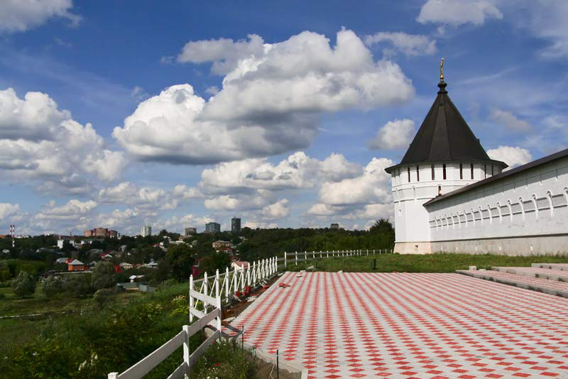 Смотровая площадка у Высоцкого мужского монастыря