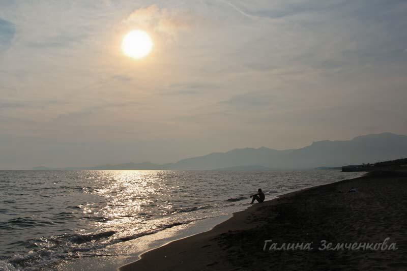 La Serra Village - пляж вечером