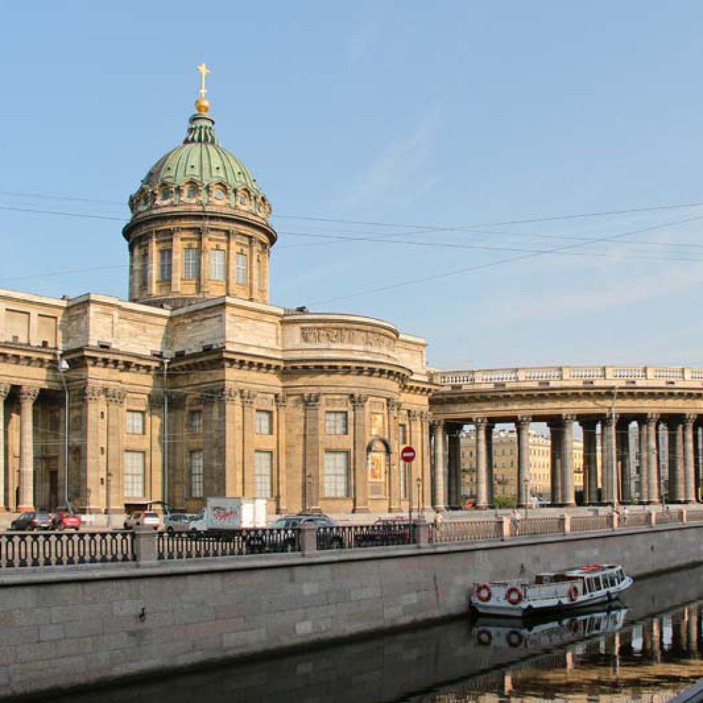 Вид на Казанский собор со стороны канала Грибоедова